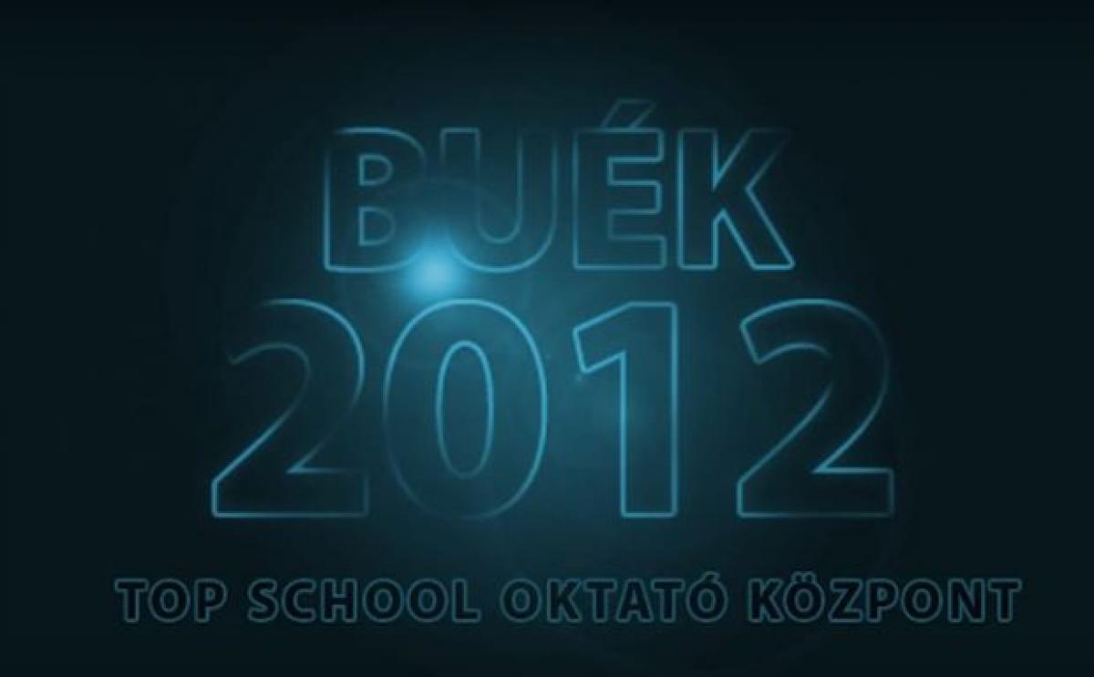Boldog új évek kíván a Top School Oktató Központ!